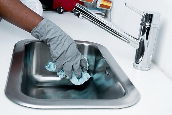 mantenere casa pulita